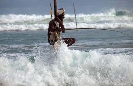 Traditioneller Stelzenfischer in Sri Lanka
